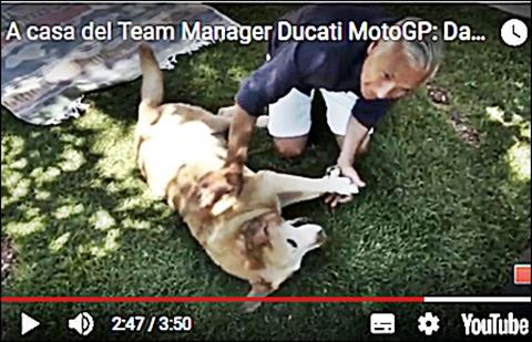ducati-team-manager-con-il-suo-cane.jpg