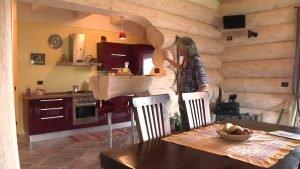 Casa in tronchi, unica in Italia